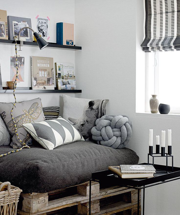 fabriquer un canap en palette 20 id es vid o tutoriel. Black Bedroom Furniture Sets. Home Design Ideas