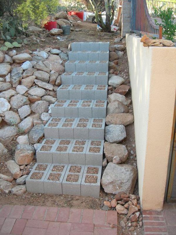 scala con blocchi di cemento