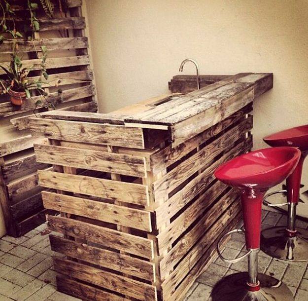 Mini Bar wooden pallets! Here are 20 creative ideas...