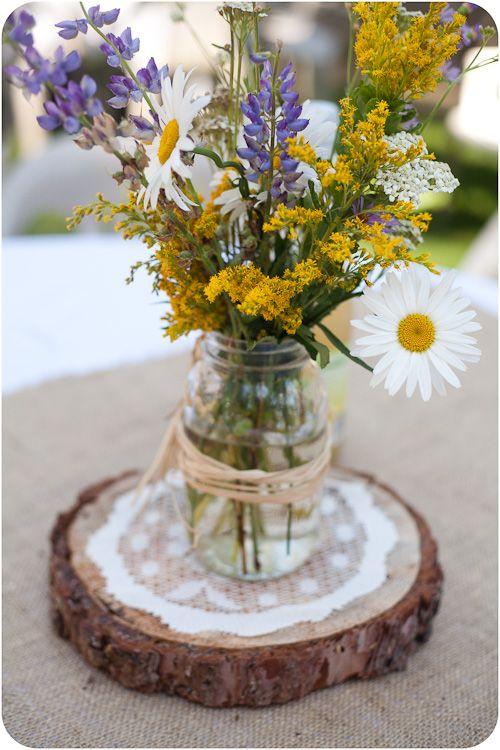 petits pots de fleurs avec des bocaux en verre recyclés
