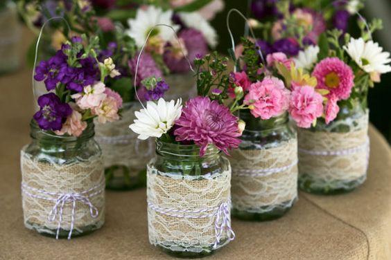 pots de fleurs avec des bocaux en verre recycl s inspirez. Black Bedroom Furniture Sets. Home Design Ideas