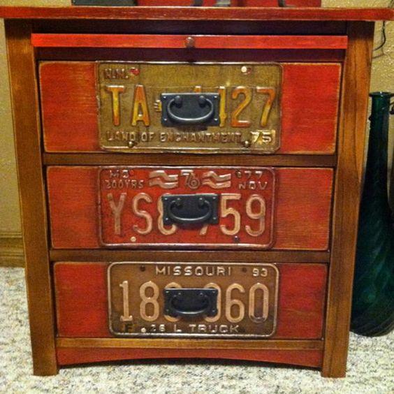 decorazione con vecchie targhe macchine 14
