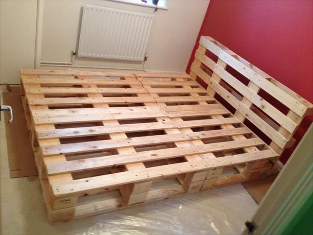 Un lit en palettes