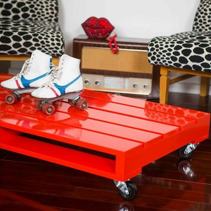 table-basse-avec-palette-idee-creative-laque-rouge1