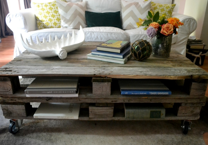 table-basse-palette-bois-deco-idees-salon-roses-vase1
