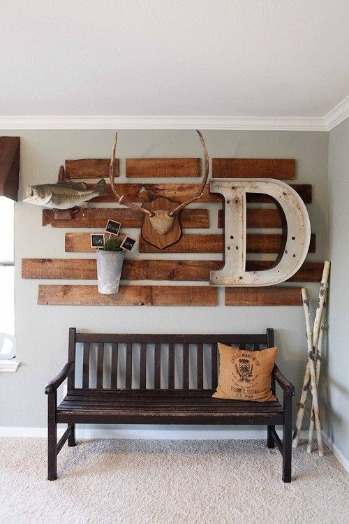 Une enseigne décorative en bois de palettes