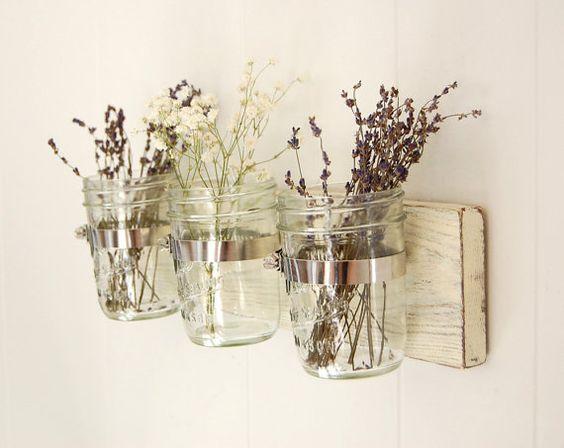 Pallet e barattoli di vetro decorati