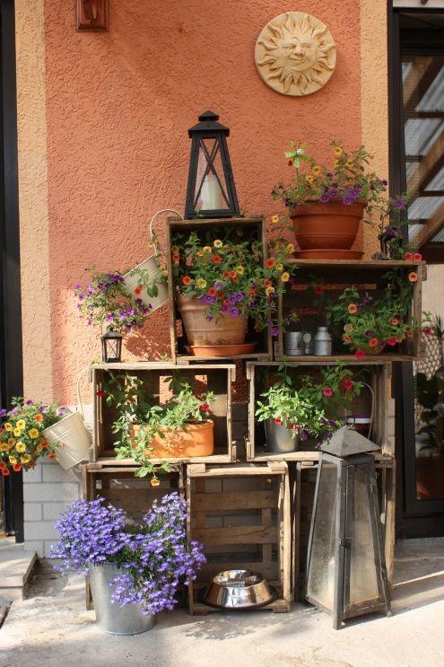 Décorer le jardin avec des cagettes en bois