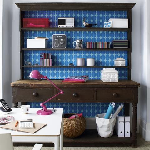 Relooker un meuble avec du papier peint voici 20 id es - Rivestire mobili con carta da parati ...