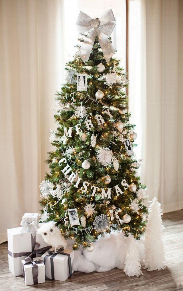 décorer la base du sapin de Noel
