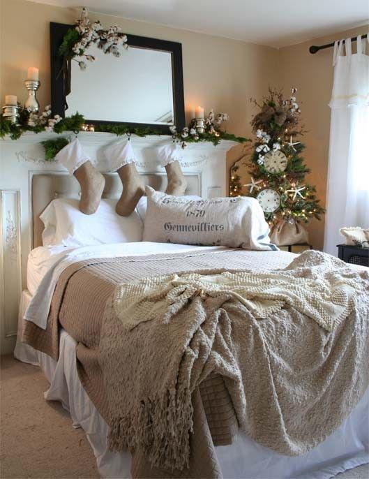 Decorare la testata del letto per Natale
