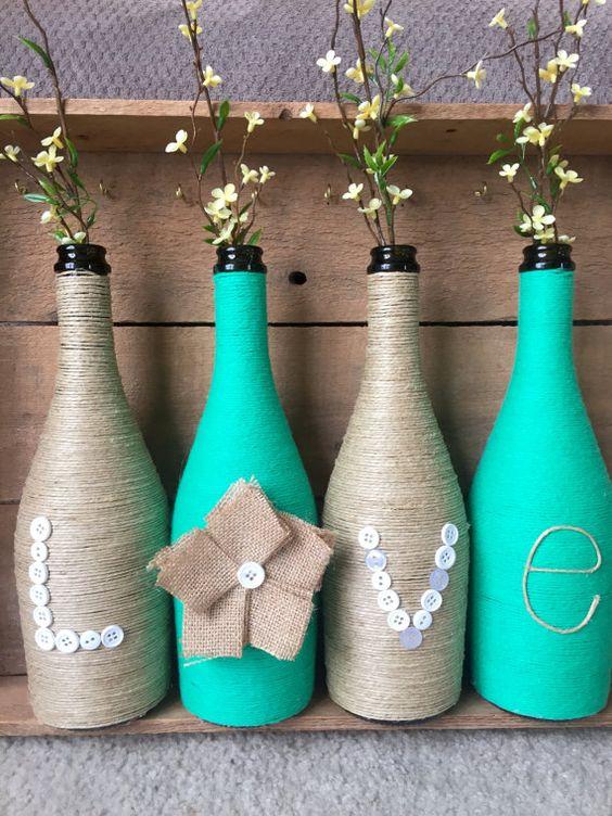 déco avec bouteilles et bocaux en verre