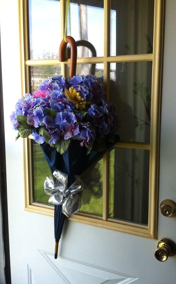Composition de fleurs avec parapluie