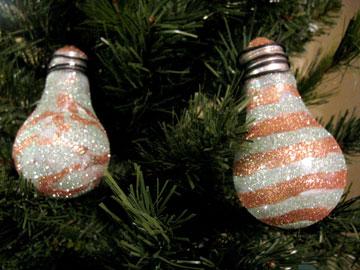 boules-de-noel-avec-des-vieilles-ampoules