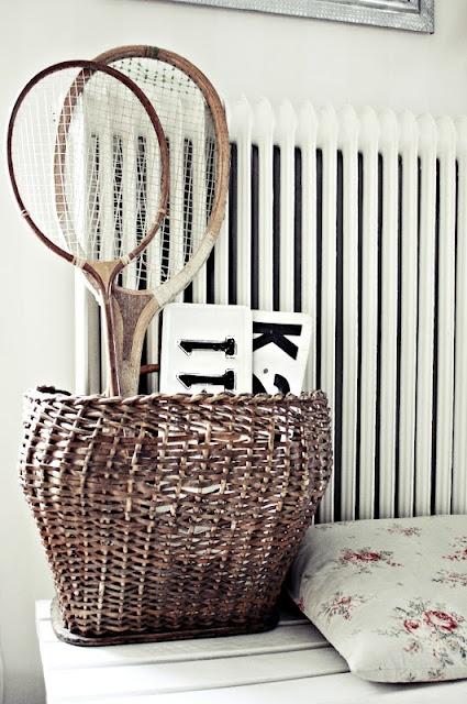 recycler une vieille raquette de tennis voici 21 id es cr atives. Black Bedroom Furniture Sets. Home Design Ideas