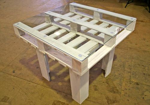 Des tables en palettes de bois