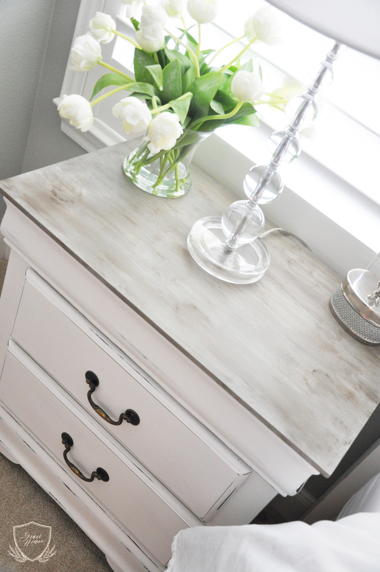 Relooker un vieux meuble style shabby chic vid o 20 - White bedroom furniture pinterest ...