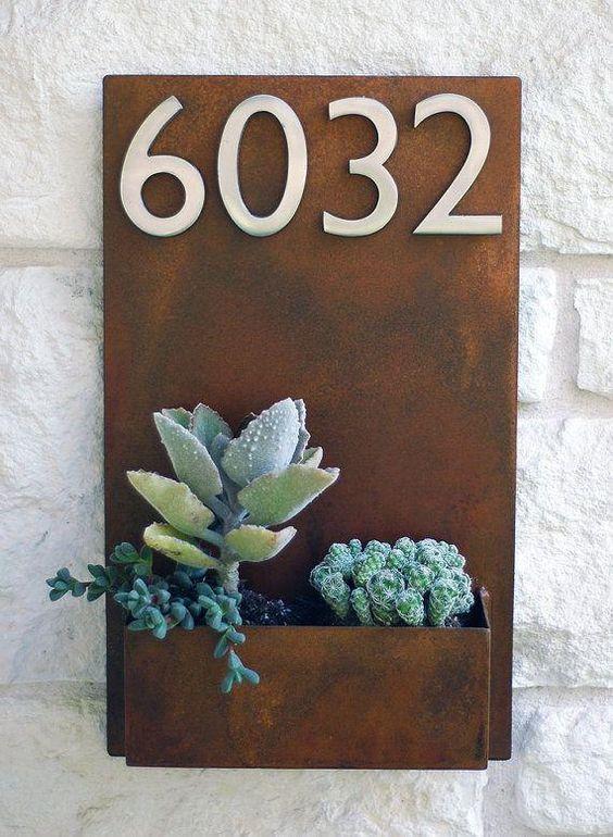 une plaque num ro d 39 adresse originale 20 id es inspirantes. Black Bedroom Furniture Sets. Home Design Ideas