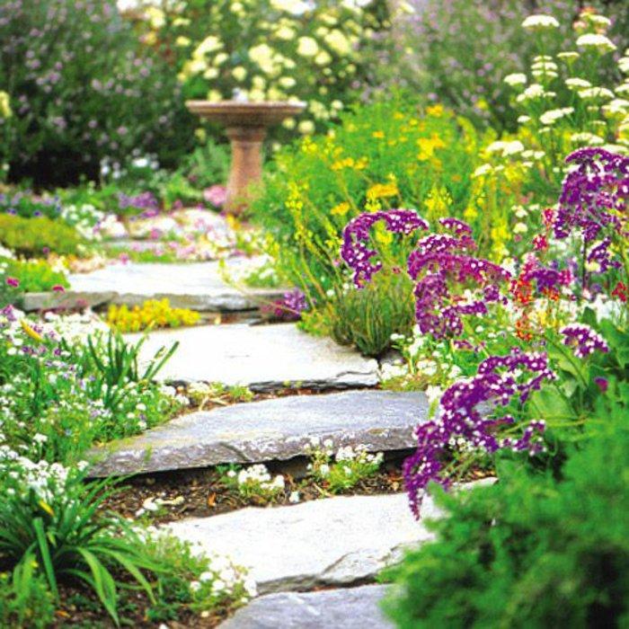 Réaliser une allée en pierres de jardin