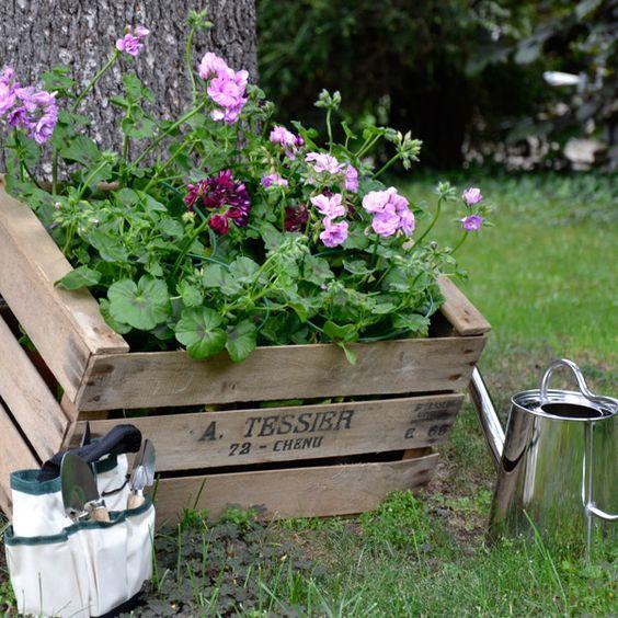Une petite jardinière cagette en bois