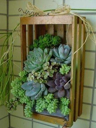 une petite jardini re dans une cagette en bois 20 id es. Black Bedroom Furniture Sets. Home Design Ideas