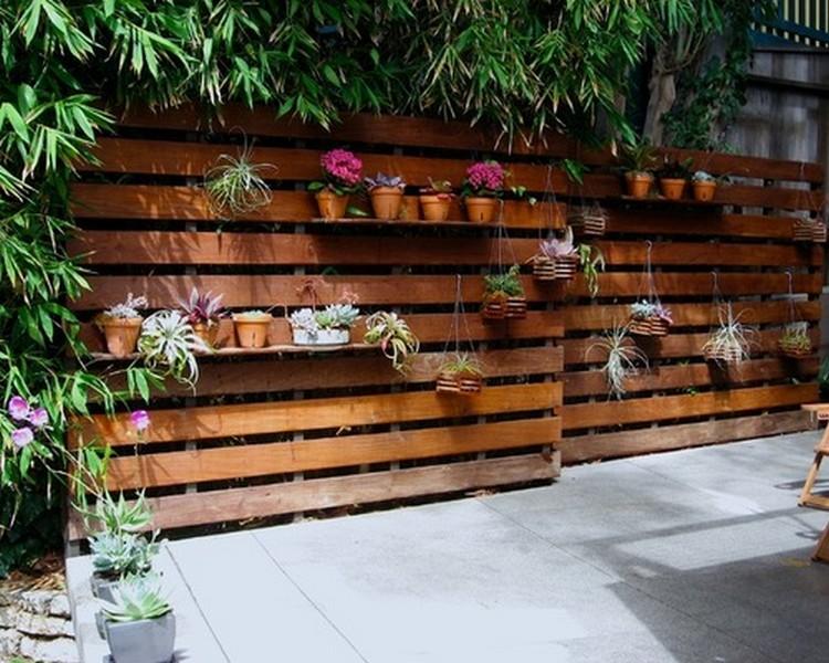 Barriere Palette Bois - Construire une cloture en bois de palette! 20 exemples inspirants (VIDEO)
