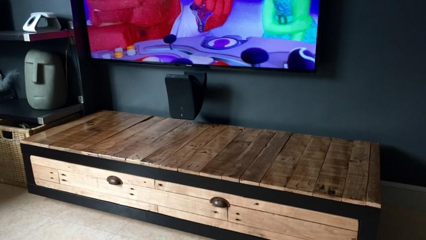 Tuto meuble palette top photo via archzine with tuto - Teindre un meuble en bois ...