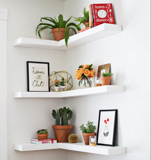 décorer les angles avec des étagères
