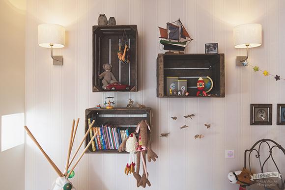 Intégrer des caisses en bois dans la déco de la chambre idées