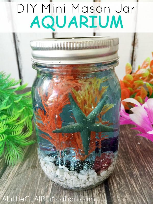 un Vase à décor aquatique