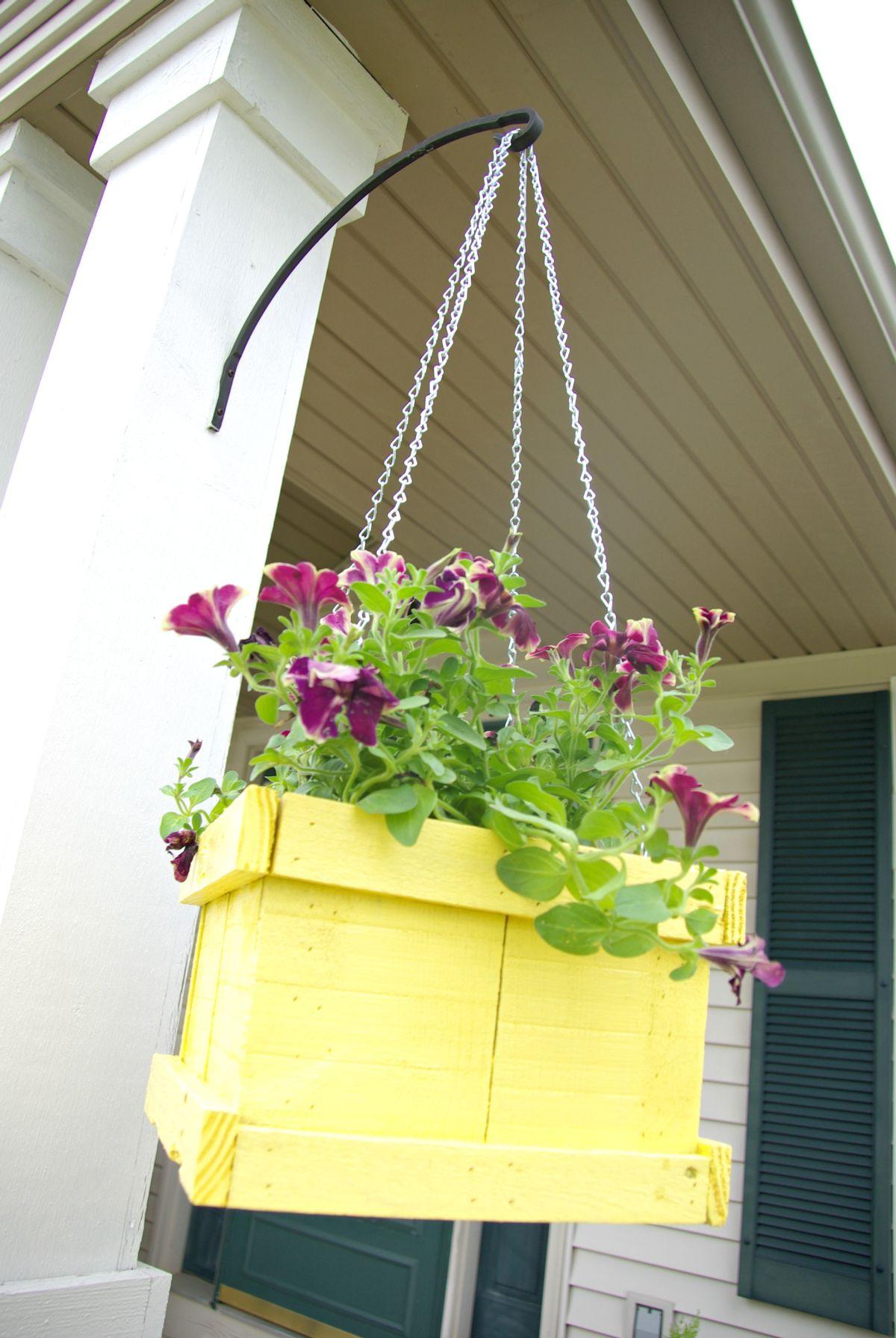 Flores en recipiente de madera de palet. ¡20 ideas inspiradoras para ...