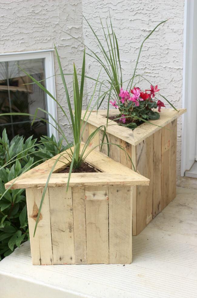 Turbo Flowers in wood pallet bin. 20 inspirational ideas to make it  UT41