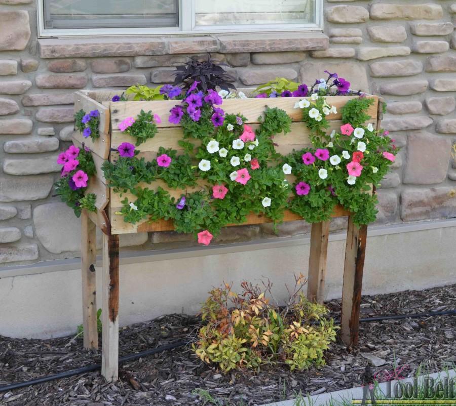 Bac fleurs en bois de palette 20 id es inspirantes for Realiser un beau jardin
