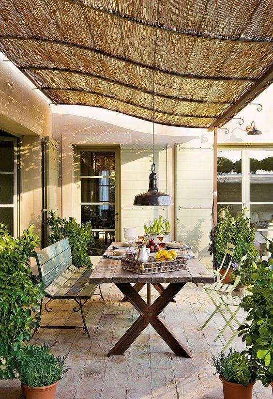 Un petit coin repas dans son jardin 20 exemples for Idee coin jardin