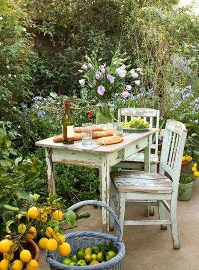 Un petit coin repas dans son jardin 20 exemples magnifiques for Amenager son petit jardin
