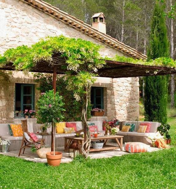 Une pergola avec des plantes grimpantes 10 plantes for Decoracion casas de campo pequenas