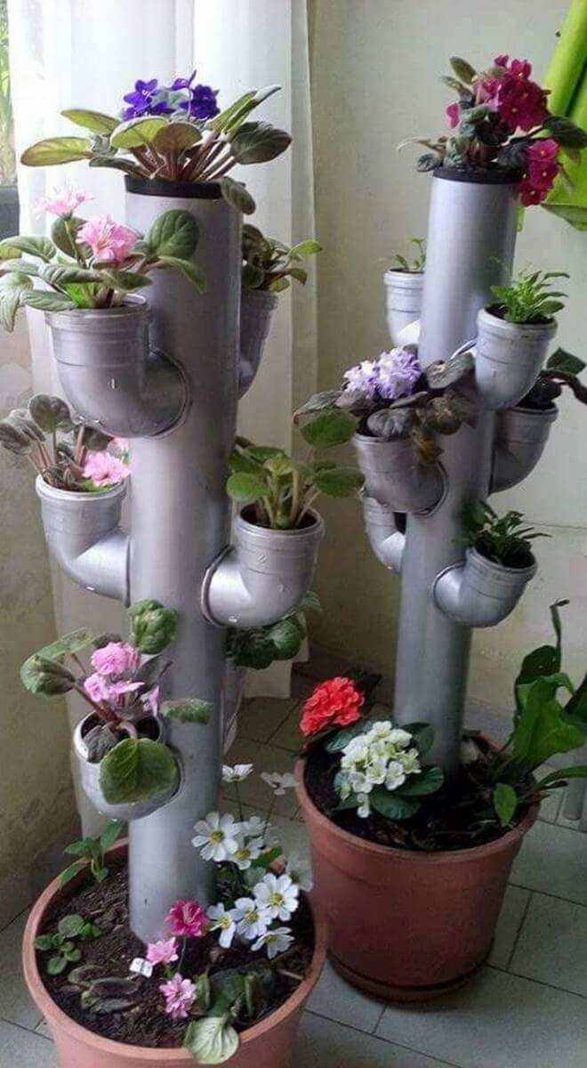 Une colonne de fleurs jardin
