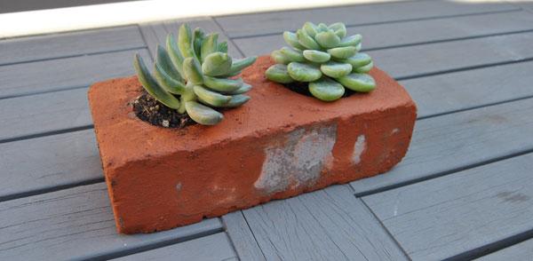 Déco avec des briques pour le jardin