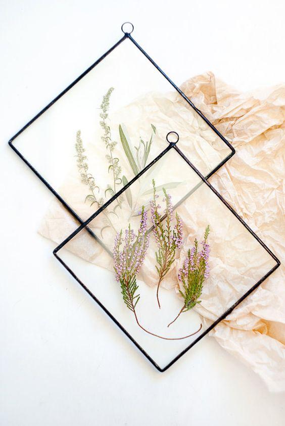 Réaliser un cadre avec feuilles ou fleurs