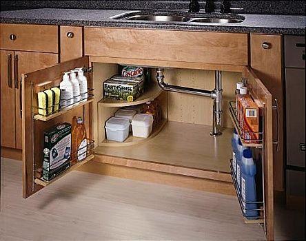 Come organizzare il sotto lavello in cucina