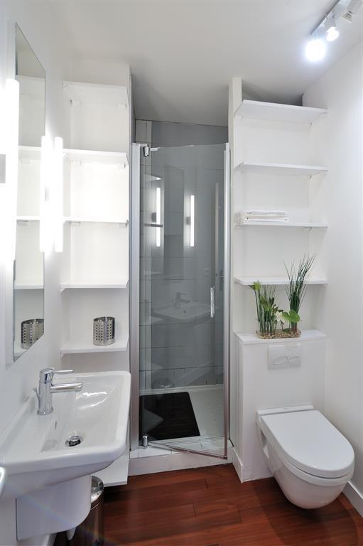 Gagner de la place dans la salle de bain! 25 idées au dessus des WC...
