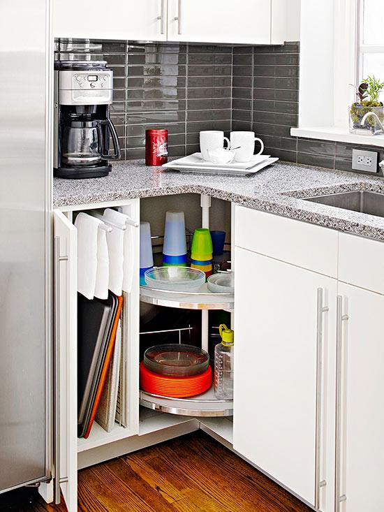 optimiser une petite cuisine en utilisant bien les angles 20 exemples. Black Bedroom Furniture Sets. Home Design Ideas
