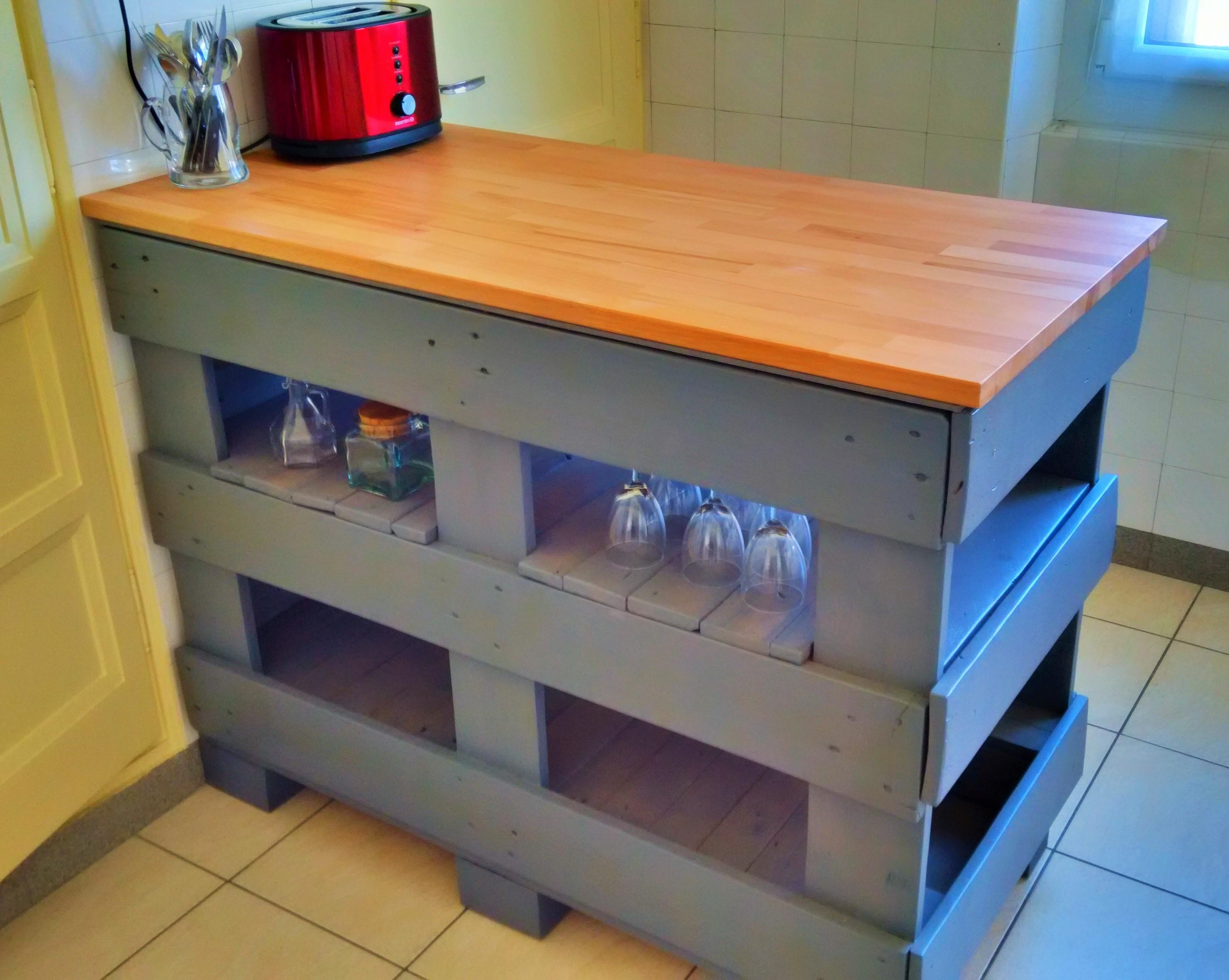 recyclage de palettes pour votre cuisine 15 id es pour vous inspirer. Black Bedroom Furniture Sets. Home Design Ideas