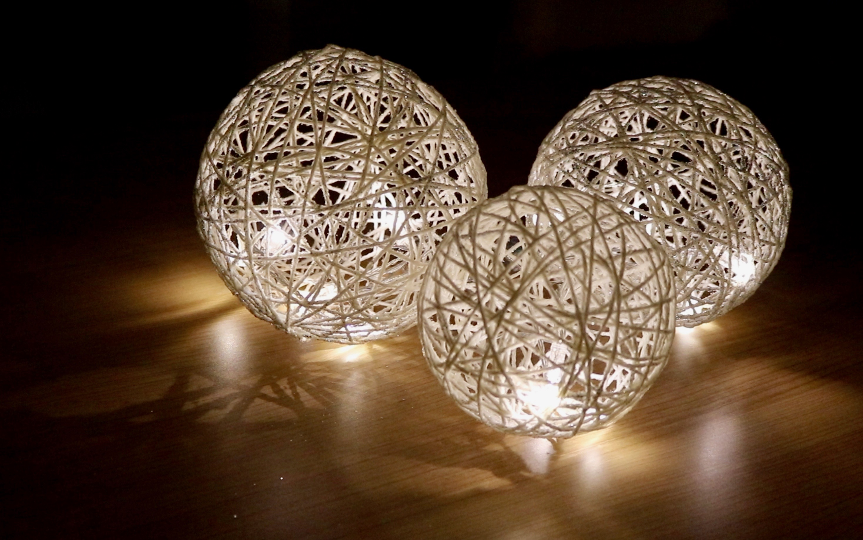 des boules lumineuses en ficelle pour votre d co noel tutoriel video. Black Bedroom Furniture Sets. Home Design Ideas