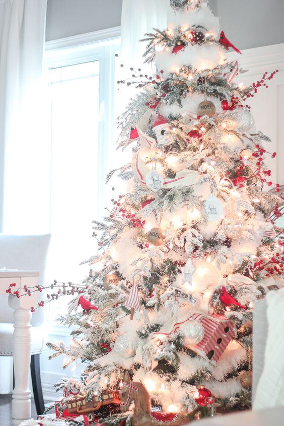 Un Sapin de Noël enneigé