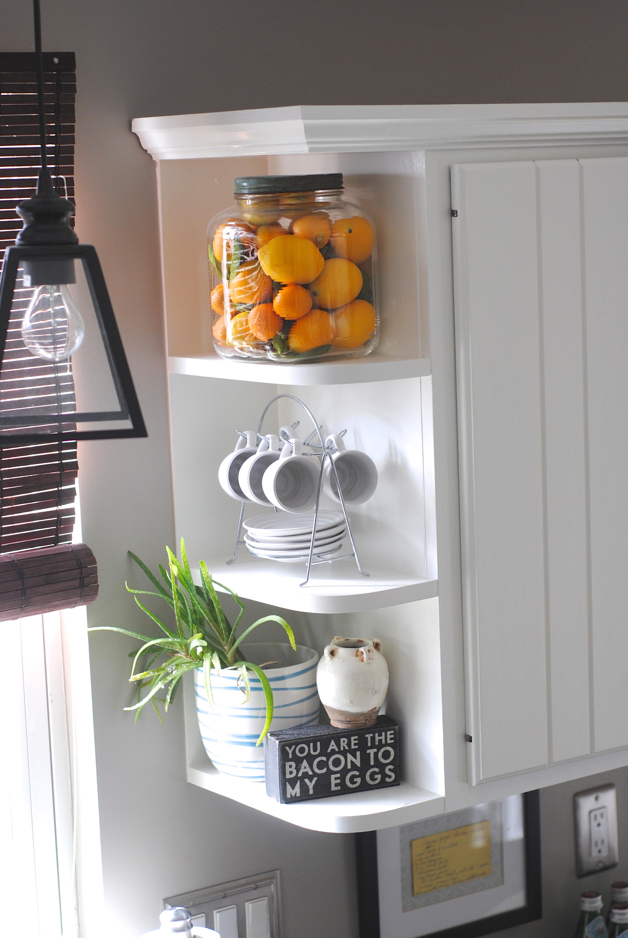 Des étagères malines dans la cuisine