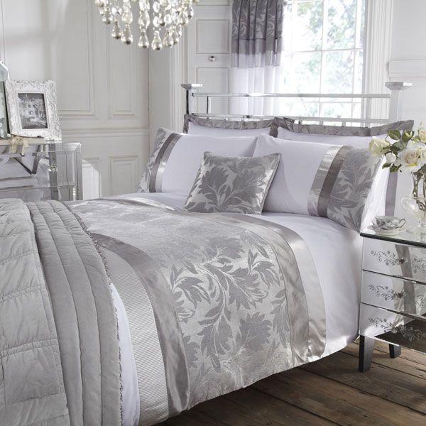 camera da letto bianca e argento
