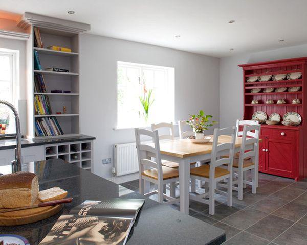 Cucina rossa e grigia