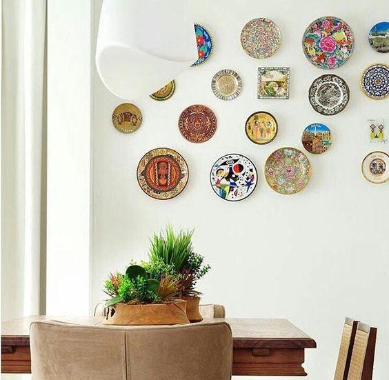 Décorer un mur avec des assiettes