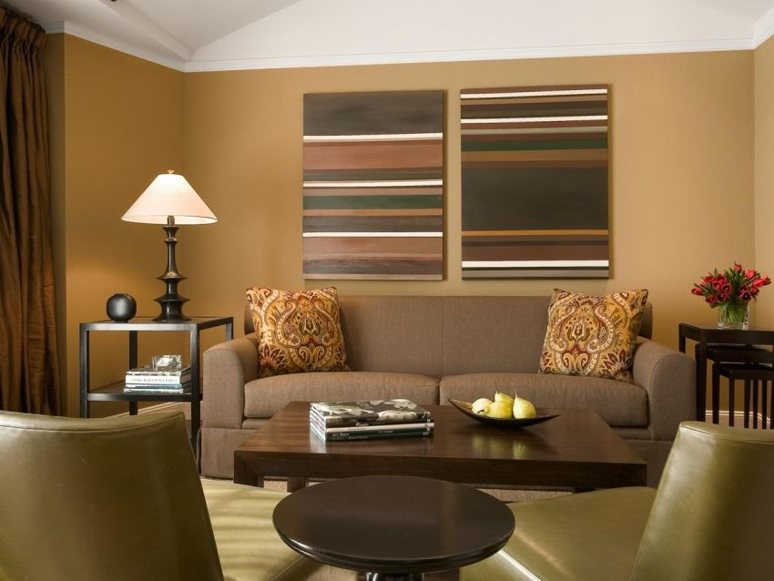 Choisir la couleur du mur derrière le divan